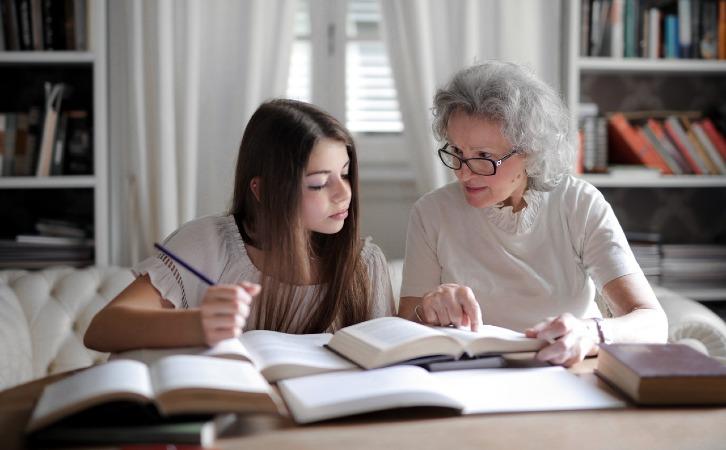 给父母买保险怎么选择?这两种就够了